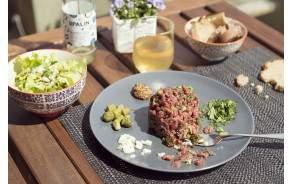 """Tartare de boeuf - Suisse Garantie - """"minute"""" & sauce maison"""